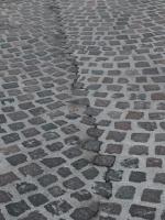 Già necessari interventi di manutenzione in via Roma